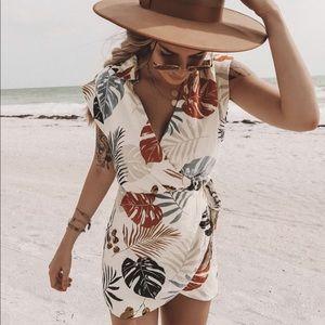 NWT Canyon Palm Print Tie Dress
